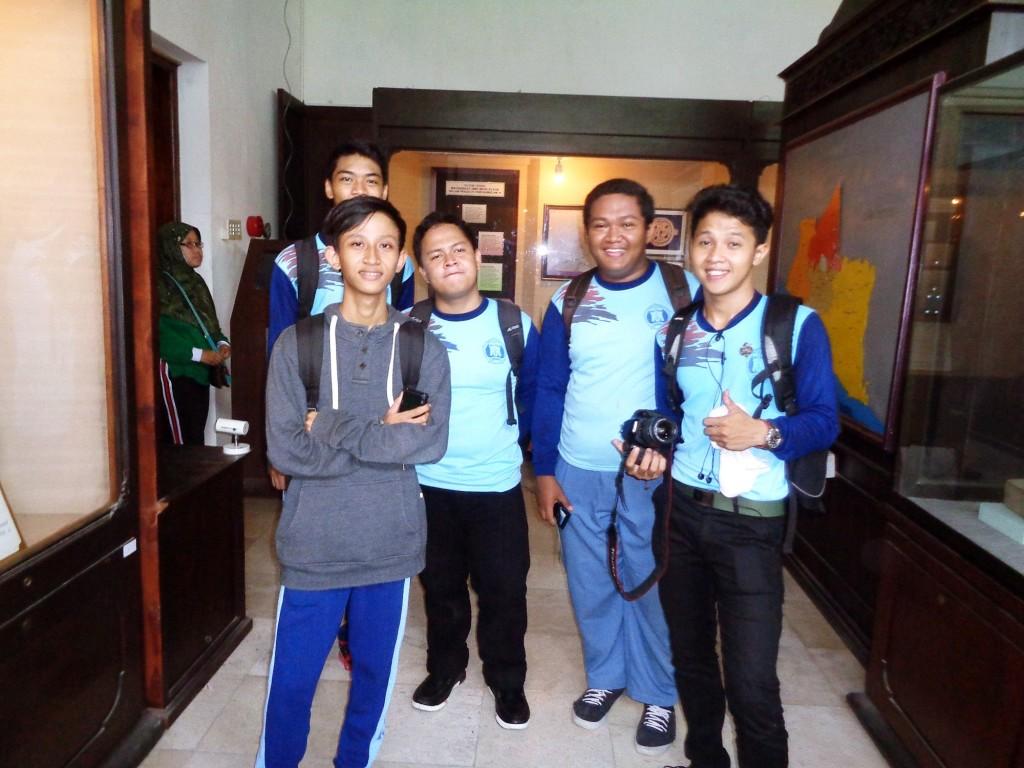 Photo bersama di dalam Ruang Sonobudoyo