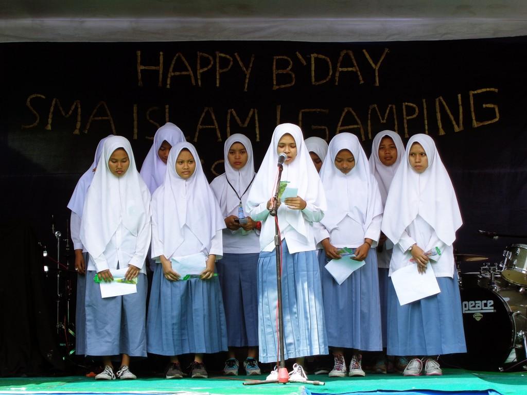 Pembacaa Puisi Persembahan SMA ISLAM 1 GAMPING
